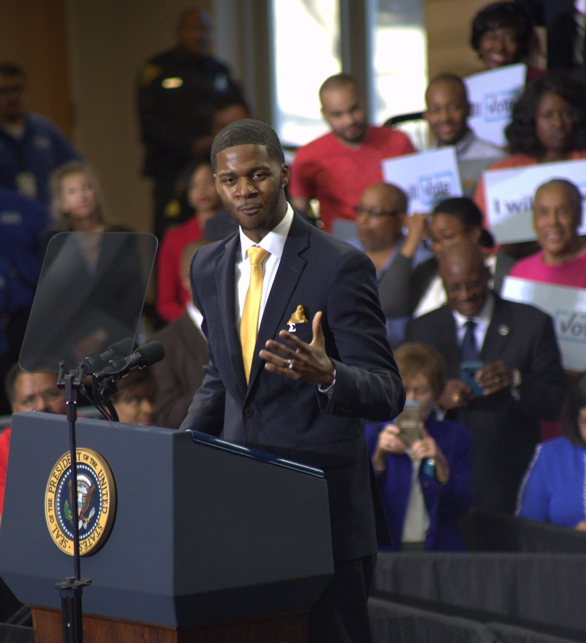 Event ~ North Carolina Together–Fayetteville Rally with President Barack Obama [Donovan Livingston], 11/04