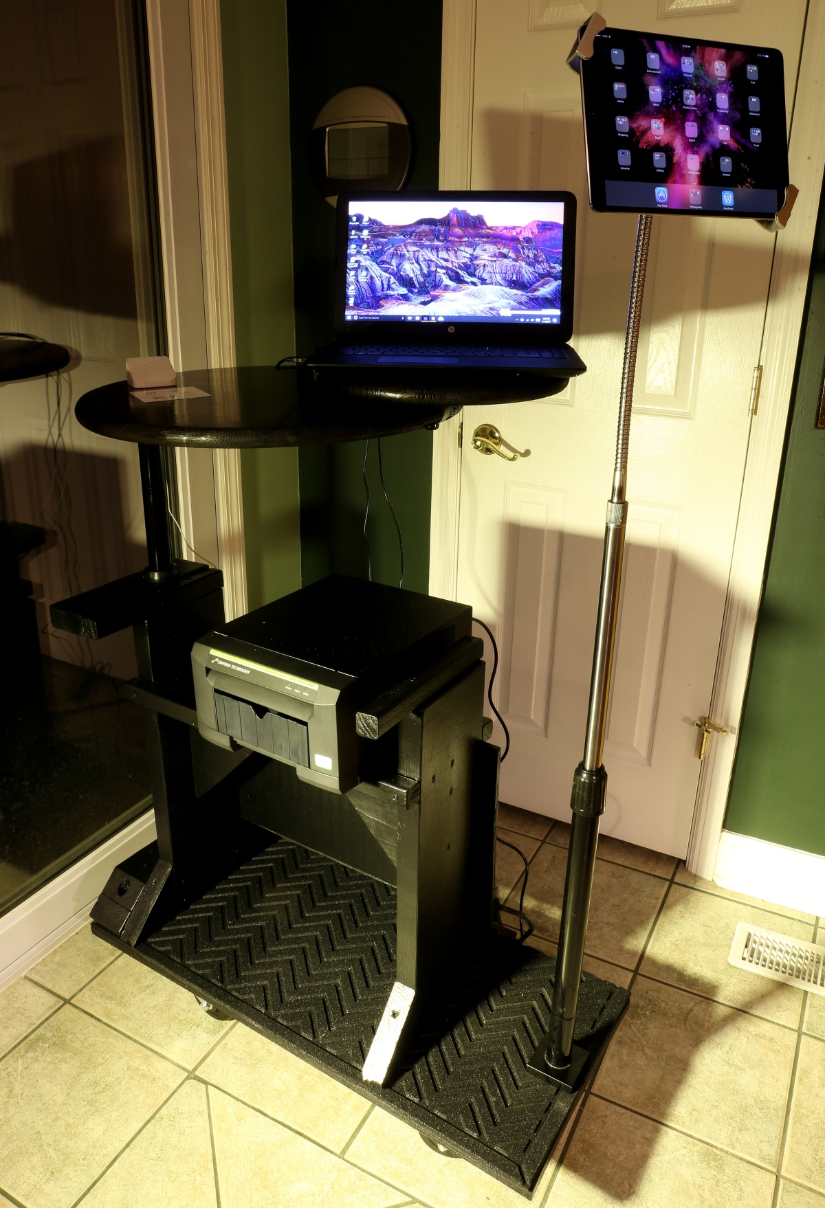 DIY [# 24] ~ Photography–Computer Station: It's not a stand anymore–now, a cart, 06/14