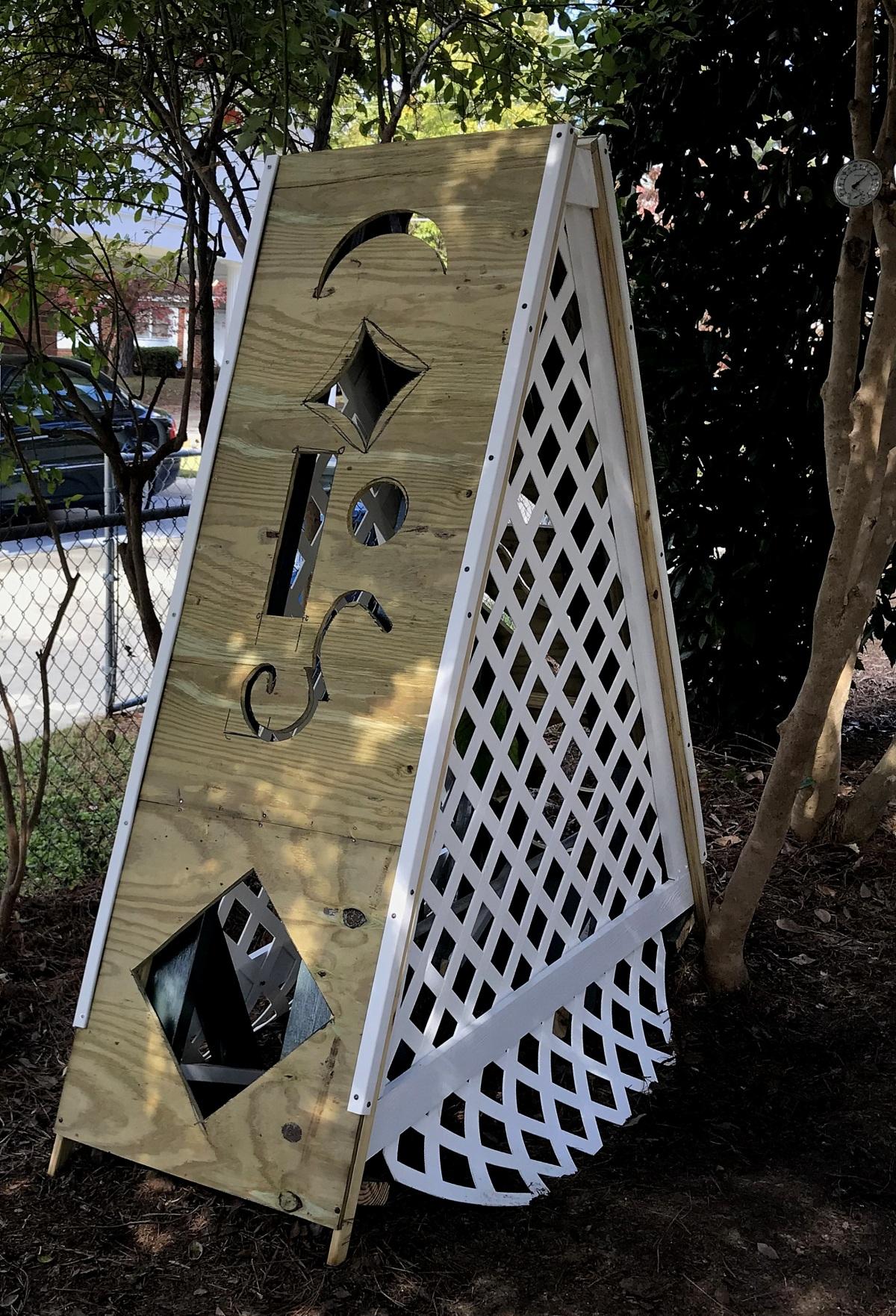 DIY [#32] ~ Mini Greenhouse–Work Continues [Lattice & More Painting],11/02